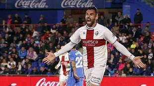Enric Gallego celebra su gol con el Huesca al Getafe... tendrá...