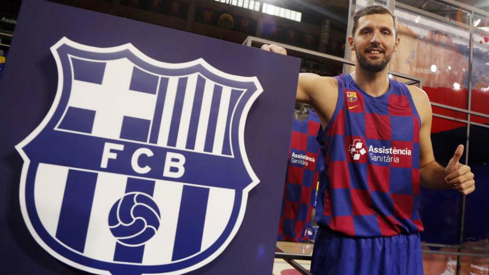 Mirotic, durante su presentación como nuevo jugador del Barcelona.
