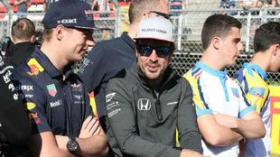 Verstappen y Alonso, durante el pasado Gran Premio de España