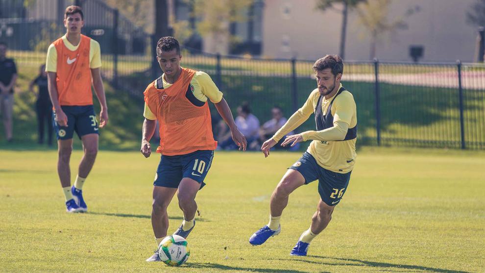 Giovani dos Santos en entrenamiento con el América