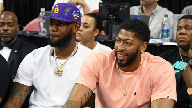 LeBron James y Anthony Davis, juntos en la Summer League de Las Vegas.