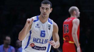 Nikos Zisis jugando con Grecia en el Eurobasket de 2015