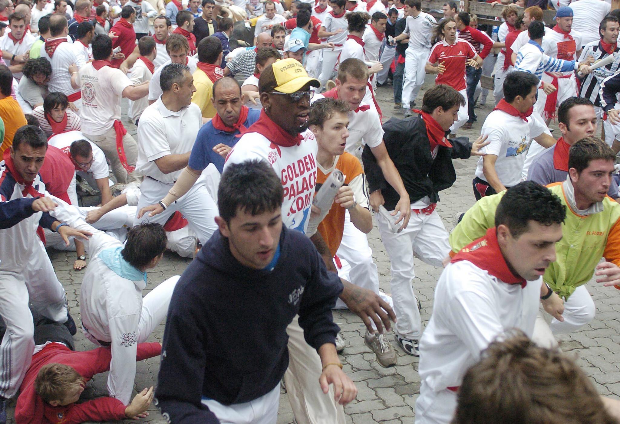 Dennis Rodman corriendo el segundo encierro de San Fermín en 2005