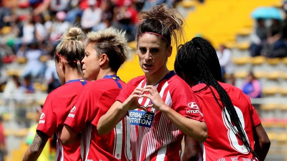 Esther González celebra un gol con el Atlético de Madrid.