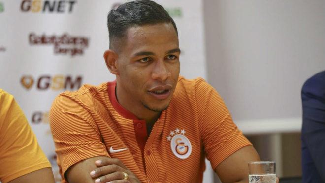Fernando, en una rueda de prensa con el Galatasaray.