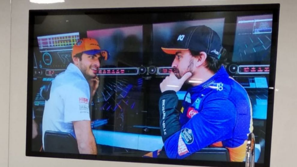 Imagen de Sainz y Alonso en el motorhome de McLaren.