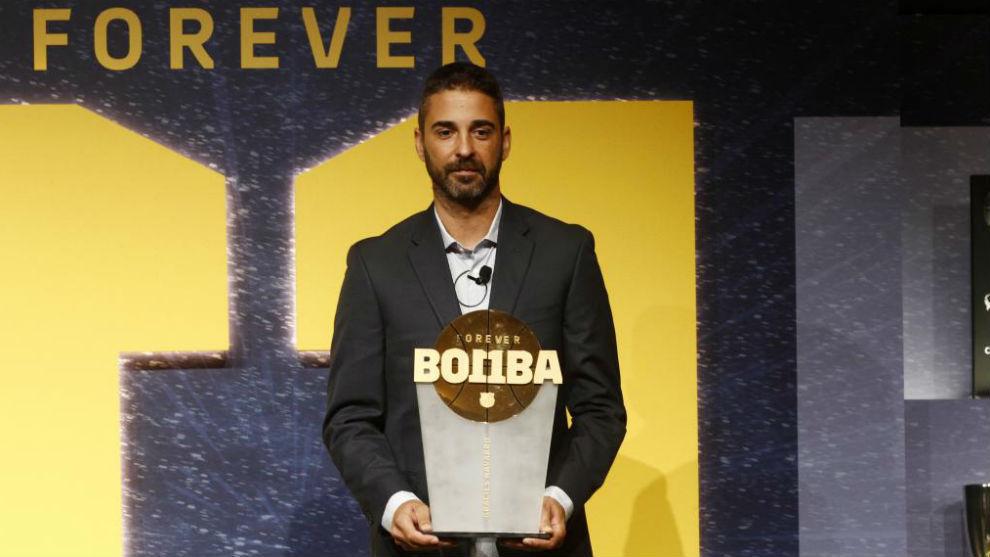 Navarro, durante el homenaje que el Barcelona le tributó tras su...