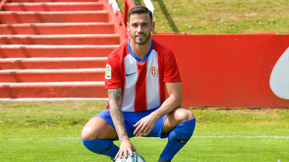 Presentación del delantero Álvaro Vázquez, en la Escuela de fútbol...