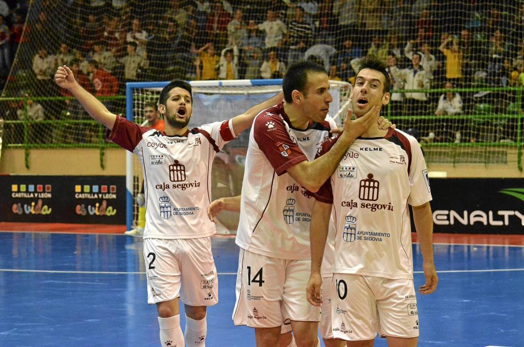 David, Fabián y Sergio, tres de los jugadores del Caja Segovia en su...