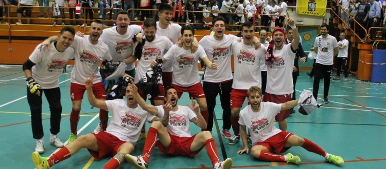El Segovia Futsal celebra su ascenso a Primera División.