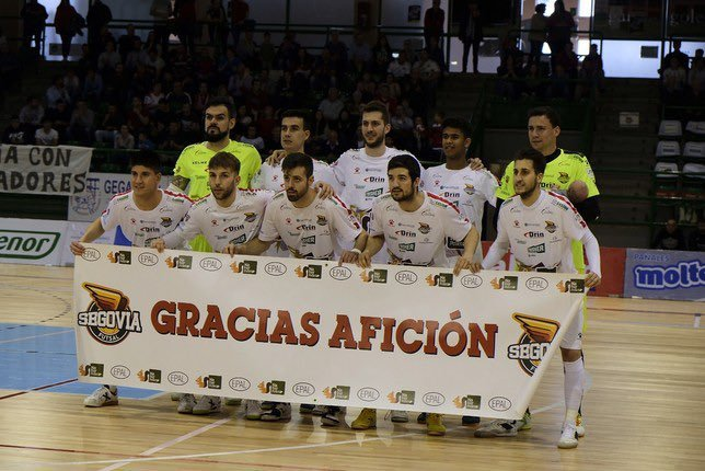 La plantilla del Segovia Futsal se despide de la afición del Pedro...