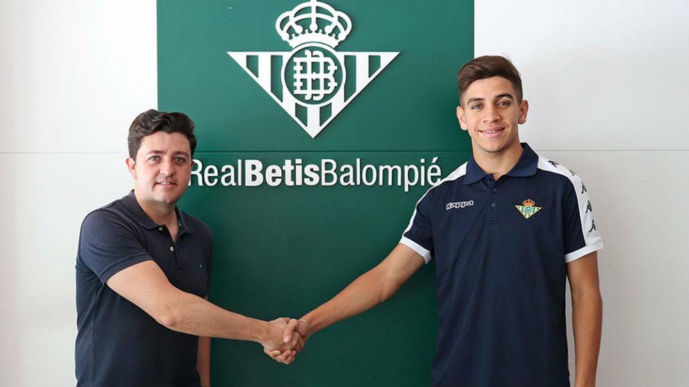 Mohamed Mizzian alongside Miguel Calzado.
