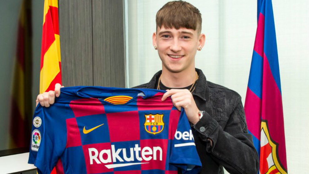 Louie Barry after completing his move to Barcelona.