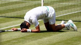 Djokovic resbaló en el césped londinense