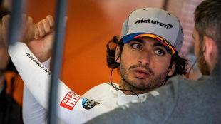 Carlos Sainz, en el box de McLaren en Silverstone