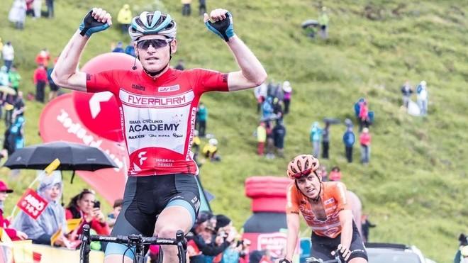 Ben Hermans celebra tras cruzar la meta en la última etapa de la...