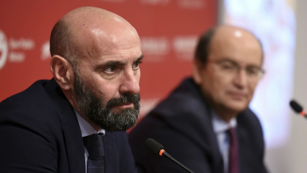 El director general deportivo sevillista Monchi (50), en rueda de...