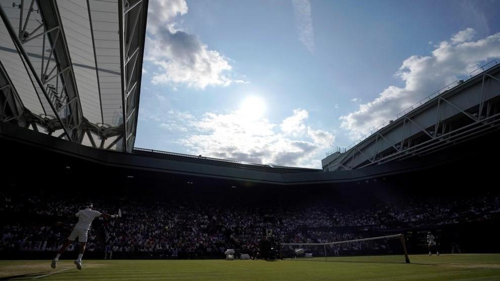 La pista central del All England Tennis Club se vistió de gala para...