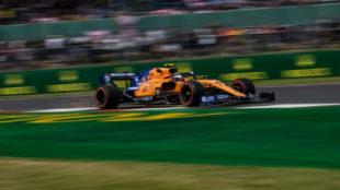 Norris, con el McLaren modificado en los Libres 2 del viernes en...