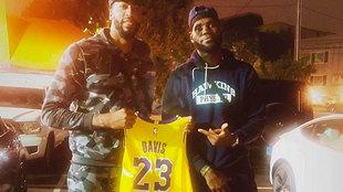 Anthony Davis y LeBron James.