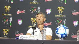 Pedro Caixinha durante el día de medios de la Sueprcopa MX