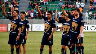 Jugadores de Pumas después del partido.