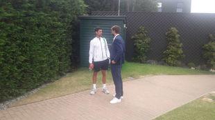 Djokovic dialoga con Piqué ayer en las pistas del Aorangi Park