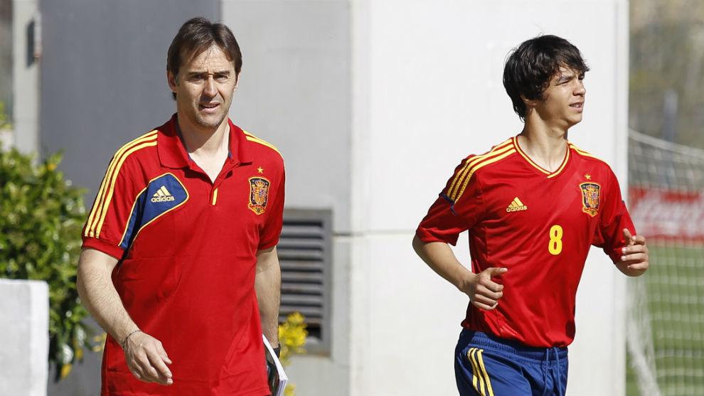 Lopetegui (52) y Óliver Torres (24) en un entrenamiento de la sub 21.