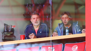 Tata y Scoponi observando el partido en Toluca.