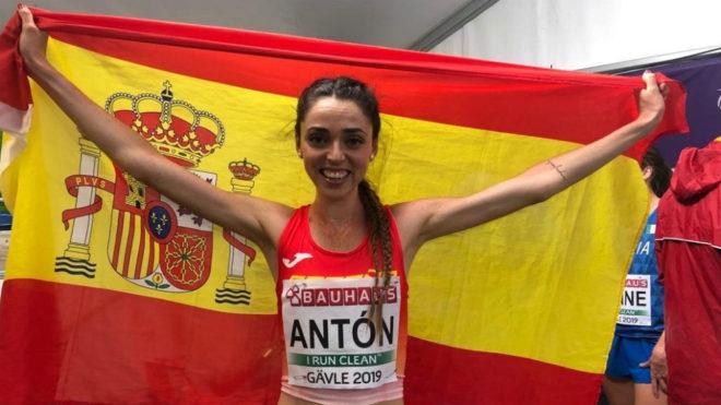 Celia Antón celebra su medalla en el Europeo Sub 23.