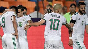 Los jugadores de Argelia celebran el primer gol del encuentro