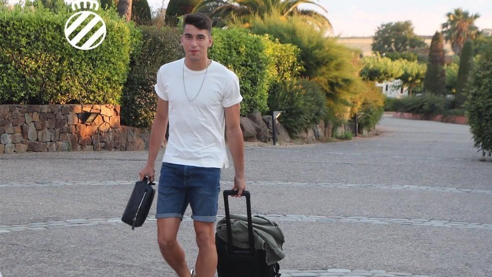 Marc Roca, a su llegada al hotel de concentración en Navata