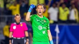Agustín festeja su anotación decisiva.