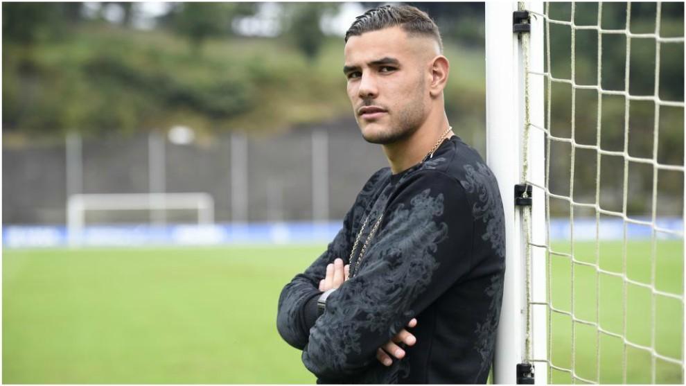 Theo posa durante su etapa en la Real Sociedad.