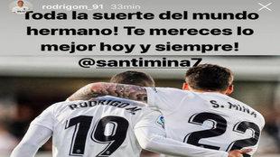 Rodrigo y Santi Mina abrazados tras un gol.