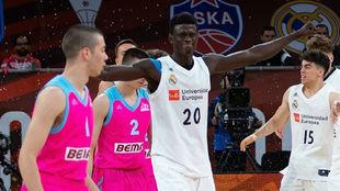 Amar Sylla celebra el título de la Euroliga conquistado por los...