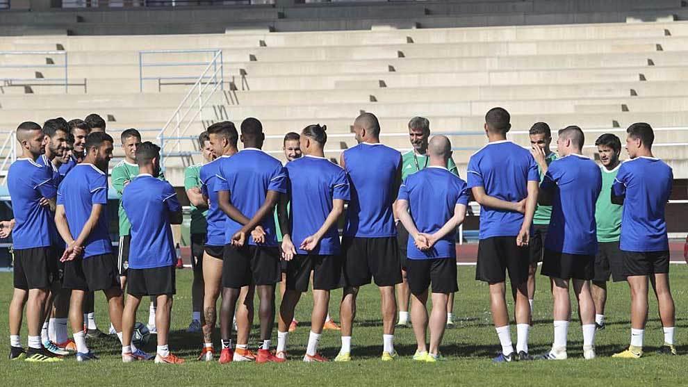 Los jugadores de la Ponferradina posan en el 'Colomán Trabado'