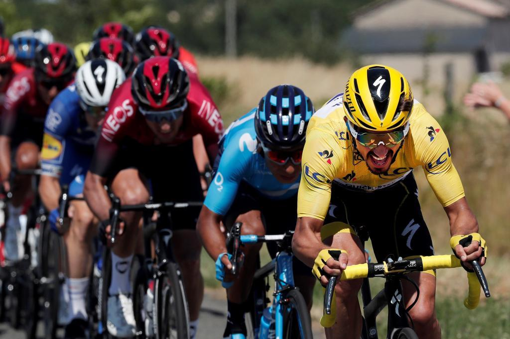 Albi (France), 15/07/2019.- Frances Julian Alaphilippe (R) of Deceuninck Quick Step team in action during the 10th stage of the 106th edition of the <HIT>Tour</HIT> de France cycling race over 217,5km between Saint-Flour and Albi, France, 15 July 2019. (Ciclismo, Francia) EFE/EPA/GUILLAUME HORCAJUELO