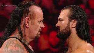 The Undertaker se llevó el triunfo junto a Roman Reigns.