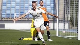 Dani Gómez celebra un gol con el Castilla en los 'playoffs'...