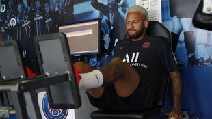 Neymar in the gym on Monday morning after returning to PSG for...