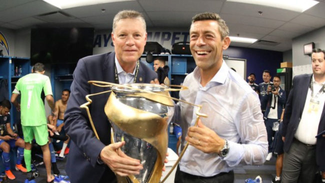 El Directivo festejando el título de Supercopa MX.