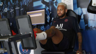 Neymar, esta mañana en el gimnasio en su regreso al trabajo en el...