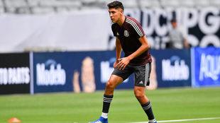 Álvarez se puede desarrollar en toda la zaga defensiva.