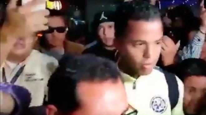 Giovani dos Santos causa caos en la Ciudad de México.