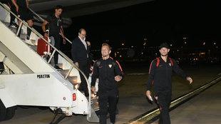 Luuk de Jong, Tomas Vaclik y Wissam Ben Yedder, llegando al aeropuerto...