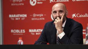 Monchi en la presentación de Fernando como nuevo jugador del Sevilla...