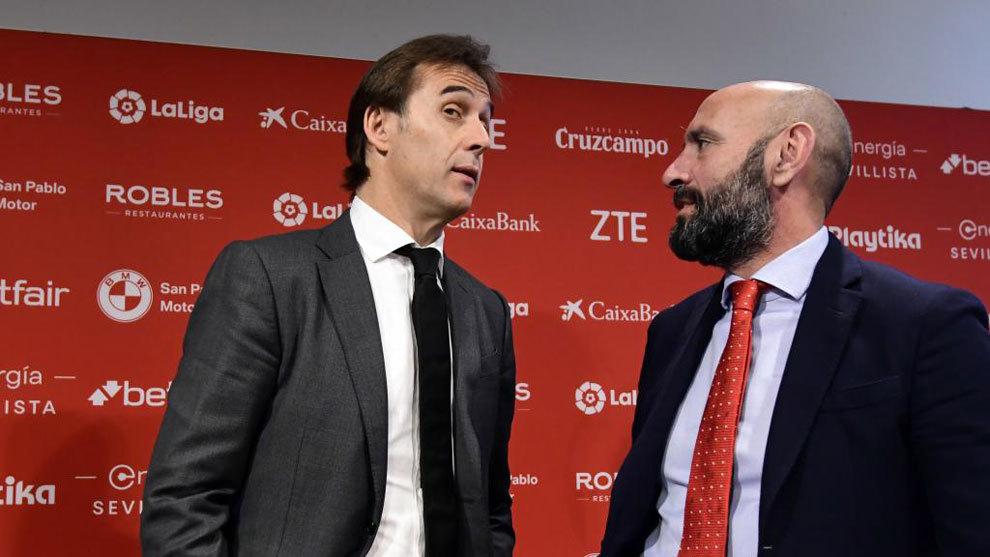 Julen Lopetegui y Monchi, durante la presentación del nuevo...