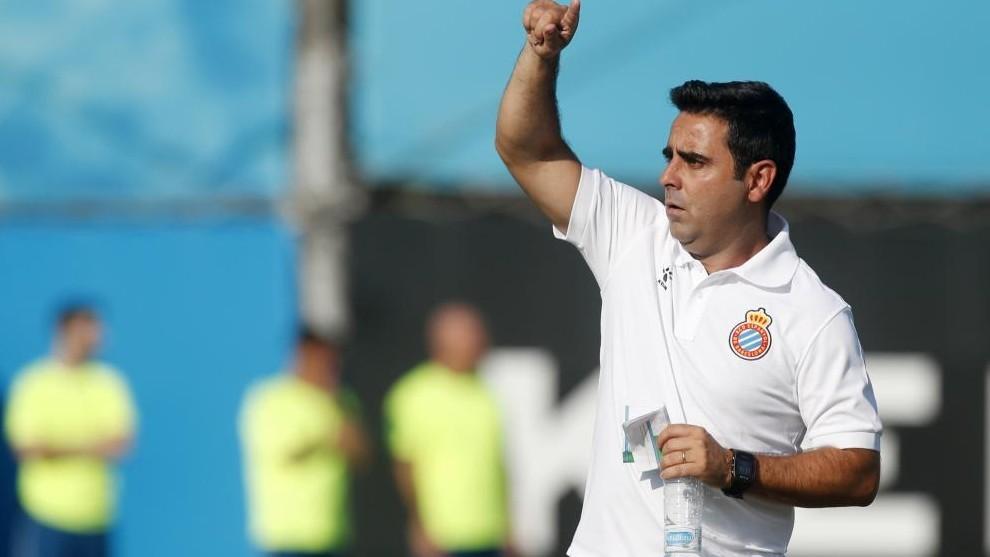 David Gallego dirige un entrenamiento.