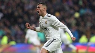 Dani Ceballos, celebrando un gol con la camiseta del Real Madrid.